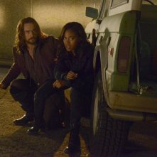 Sleepy Hollow: Tom Mison e Nicole Beharie in un'immagine della puntata Awakening
