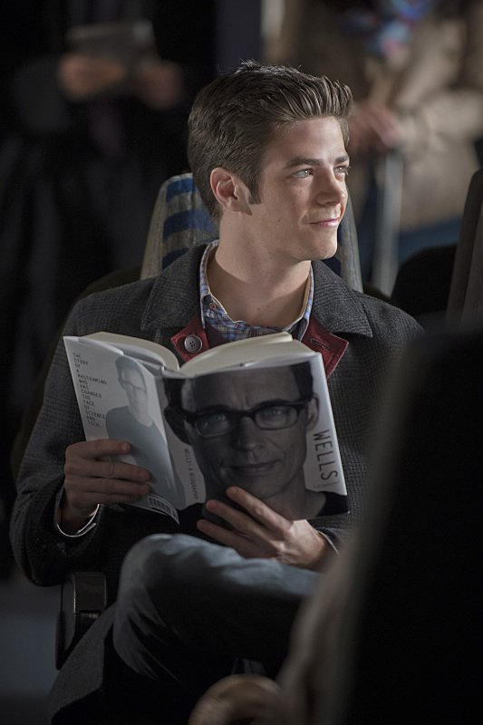 The Flash Season 1 Episode 13 Barry Reading