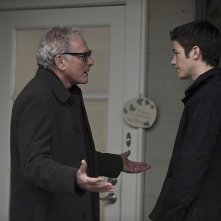The Flash: il dottor Stein (Victor Garber) e Barry (Grant Gustin) nell'episodio Fallout