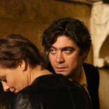 Nessuno si salva da solo: Riccardo Scamarcio in una scena del film con Jasmine Trinca