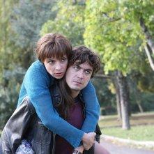 Riccardo Scamarcio con Jasmine Trinca in Nessuno si salva da solo