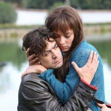 Nessuno si salva da solo: Riccardo Scamarcio con Jasmine Trinca in un'immagine del film
