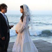 Nessuno si salva da solo: Riccardo Scamarcio con Jasmine Trinca in una scena del film