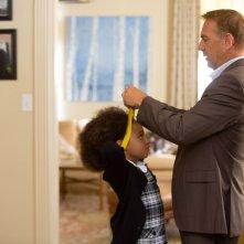 Black or White: Kevin Costner insieme a Jillian Estell in un'immagine del film