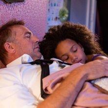 Black or White: Kevin Costner in una scena con la giovane Jillian Estell