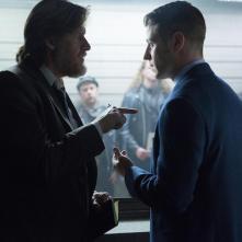 Gotham: Donal Logue e Ben McKenzie nella puntata Red Hood