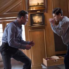 Gotham: David O'Hara e David Mazouz nell'episodio Red Hood
