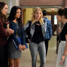Pretty Little Liars: Troian Bellisario, Shay Mitchell, Ashley Benson e Lucy Hale in Bloody Hell