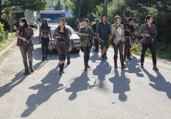 The Walking Dead: i protagonisti in una scena dell'episodio intitolato Remember
