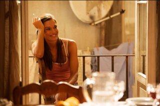Ma che bella sorpresa: Chiara Baschetti sorride radiosa in una scena del film