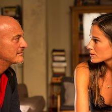 Ma che bella sorpresa: Claudio Bisio con la bella Chiara Baschetti in una scena del film