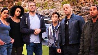 Fast & Furious 7: il regista James Wan circondato da Paul Walker, Vin Diesel, Michelle Rodriguez e dal resto del cast
