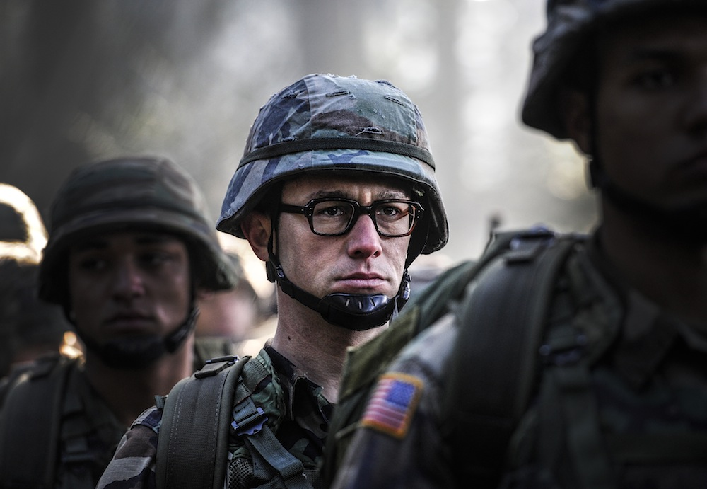 Snowden: Joseph Gordon-Levitt interpreta Edward Snowden nel film diretto da Oliver Stone