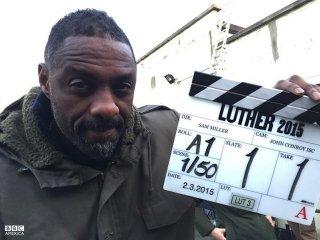 Luther: Idris Elba sul set della quarta ministagione
