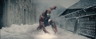 Iron Man in una immagine dal trailer di Avengers: Age of Ultron