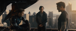 Robert Downey jr., Chris Evans e Mark Ruffalo in una immagine tratta dal trailer di Avengers: Age of Ultron