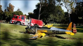 Incidente aereo per Harrison Ford, precipitato con un velivolo d'epoca su un campo da golf a Los Angeles