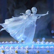 Frozen Fever: Elsa e Anna 'ghiacciate' sulla torta in una scena