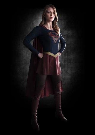 Supergirl: Melissa Benoist con il costume di Supergirl