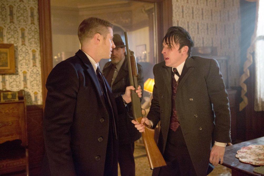 Gotham: Ben McKenzie, Donal Logue e Robin Lord Taylor in Everyone Has a Cobblepot