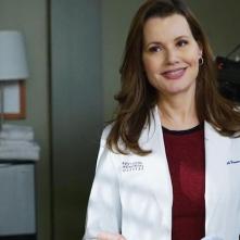 Grey's Anatomy: l'attrice Geena Davis in una scena dell'episodio Staring at the End
