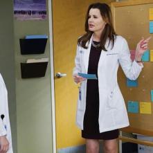 Grey's Anatomy: le attrici Jessica Capshaw e Geena Davis nella puntata Staring at the End