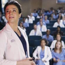 Grey's Anatomy: l'attrice Caterina Scorsone in una scena dell'episodio Staring at the End