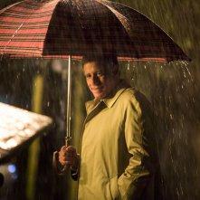 La prima volta di mia figlia: Riccardo Rossi sotto la pioggia in una scena del film