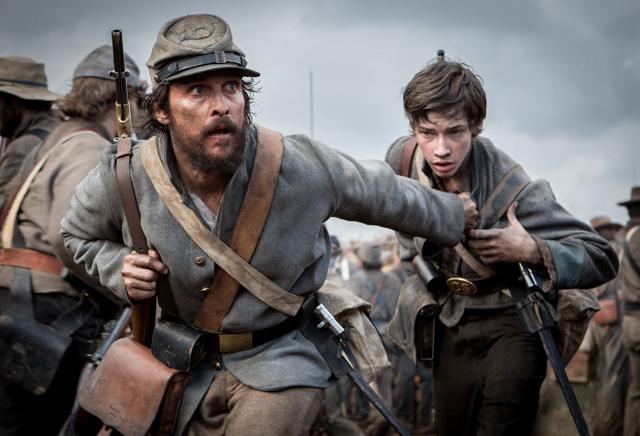 The Free State of Jones: Matthew McConaughey in un concitato momento della battaglia