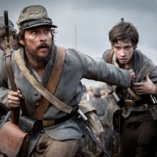 The Free State of Jones: Matthew McConaughey in un concitato momento della battaglia