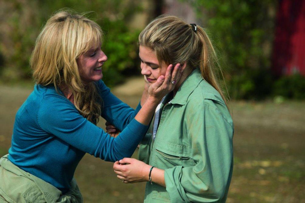La famiglia Belier: Karin Viard con Louane Emera son madre e figlia in una scena