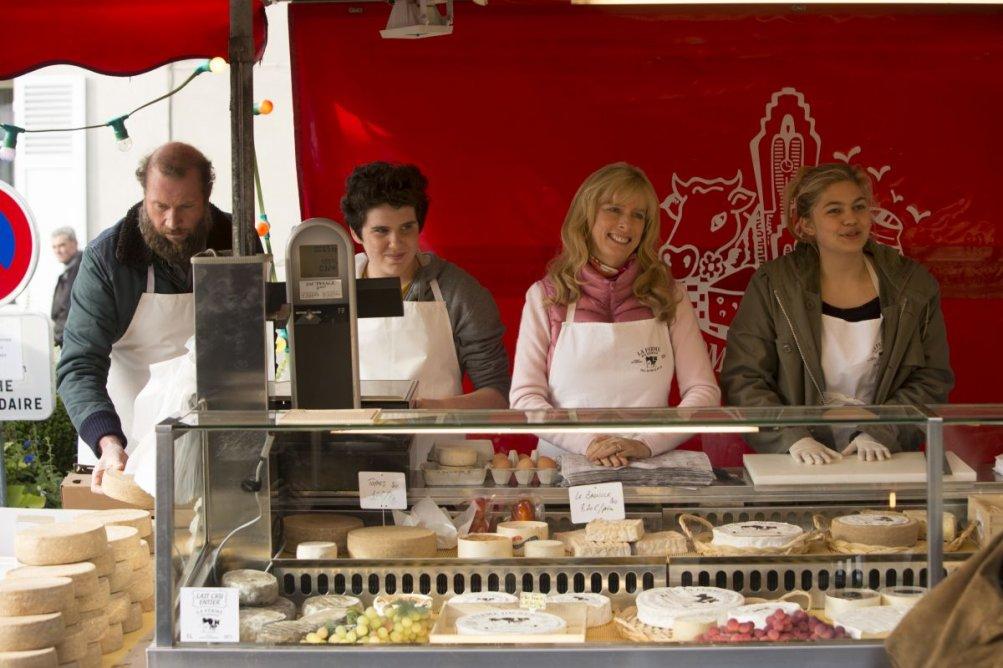 La famiglia Belier: Karin Viard con François Damiens, Louane Emera e Luca Gelberg in una scena