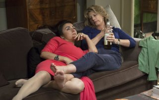 Latin Lover: Angela Finocchiaro insieme a Candela Peña in una scena del film