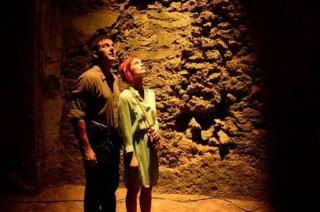 Dig: Jason Isaacs e Alison Sudol in una scena del pilot