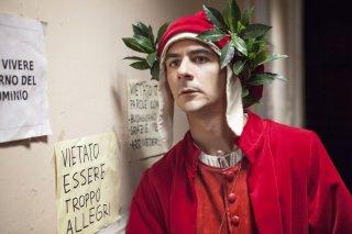 La solita commedia - Inferno: Francesco Mandelli nel ruolo di Dante in una scena della commedia 'infernale'