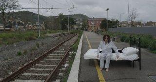N-Capace: Eleonora Danco in una suggestiva scena del film da lei scritto, interpretato e diretto