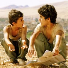 Bekas - In viaggio per la felicità: Zamand Taha e Sarwar Fazil interpretano due fratellini orfani in una scena del film