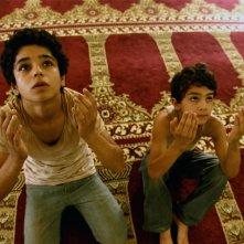 Bekas - In viaggio per la felicità: i piccoli Zamand Taha e Sarwar Fazil in una scena del film