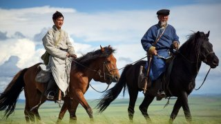 L'ultimo lupo: Feng Shao-feng e Basen Zhabu in una scena del film