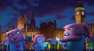 Home - A casa: alieni dal colore viola a Londra in una scena del film d'animazione