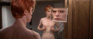 David Bowie in L'uomo che cadde sulla Terra