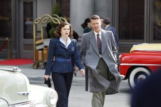 Agent Carter: Hayley Atwell e Chad Michael Murray in una scena della puntata Valediction
