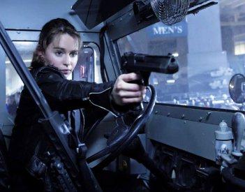 Terminator: Genisys - Emilia Clarke è alla guida di un mezzo e spara