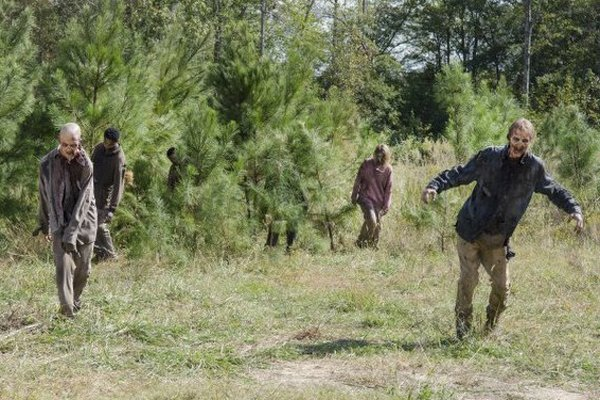 The Walking Dead: i walker in una scena dell'episodio intitolato Spend