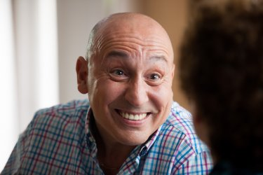 Uno, anzi due - Maurizio Battista è il protagonista del film