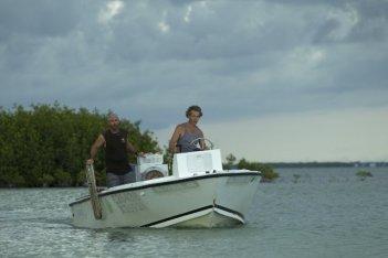 Bloodline: Jamie McShane e Ben Mendelsohn in una scena della serie Netflix