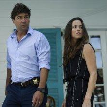 Bloodline: Linda Cardellini e Kyle Chandler in una scena della serie Netflix