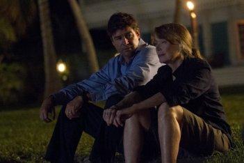 Bloodline: Sissy Spacek con Kyle Chandler in una scena della serie Netflix