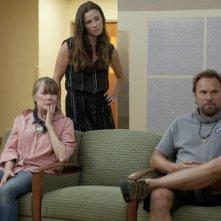Bloodline: Sissy Spacek, Linda Cardellini e Norbert Leo Butz in una scena della serie Netflix