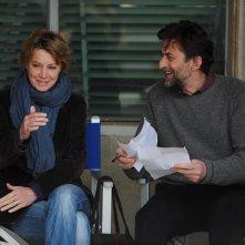 Mia madre: Nanni Moretti con Margherita Buy sorridenti sul set del film